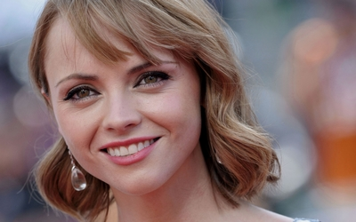 Christina Ricci with blonde short hair wallpaper