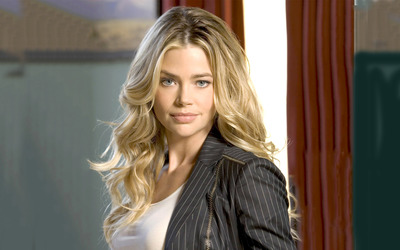 Denise Richards [8] wallpaper