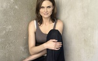 Emily Deschanel wallpaper 2560x1600 jpg