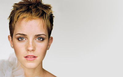 Emma Watson with freckles wallpaper