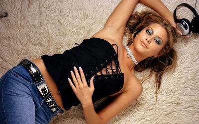 Holly Valance [2] wallpaper