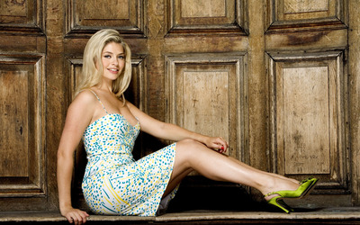 Holly Willoughby [2] wallpaper