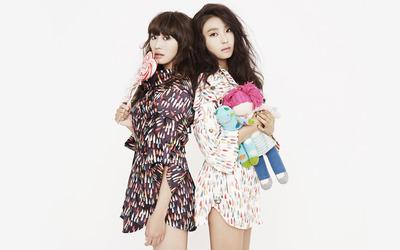 Hyolin and Yoon Bora - Sistar wallpaper