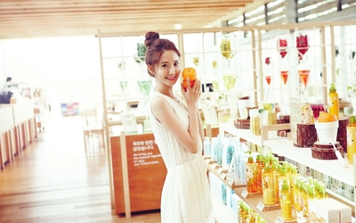Im Yoona in a cosmetic store wallpaper