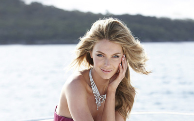 Jennifer Hawkins [16] wallpaper