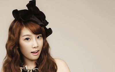 Kim Tae-yeon with a black hat wallpaper