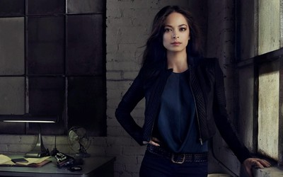 Kristin Kreuk in blue jeans wallpaper