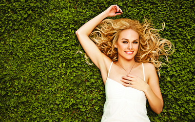 Laura Bell Bundy [2] wallpaper