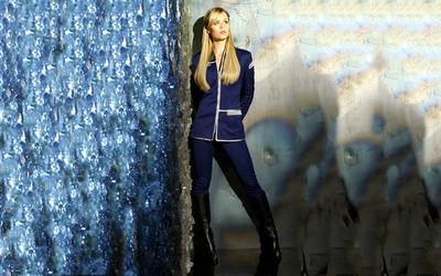 Laura Vandervoort [12] wallpaper
