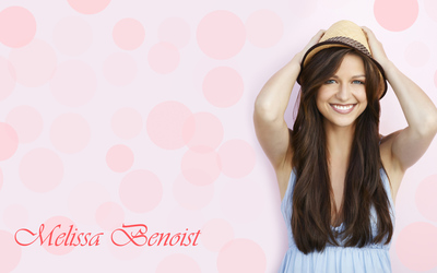 Melissa Benoist with a straw hat wallpaper