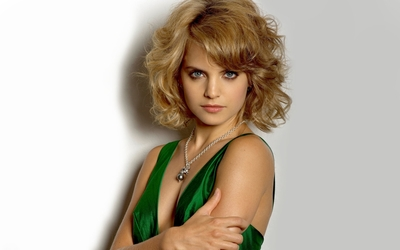 Mena Suvari [8] wallpaper
