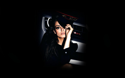 Mila Kunis [19] wallpaper