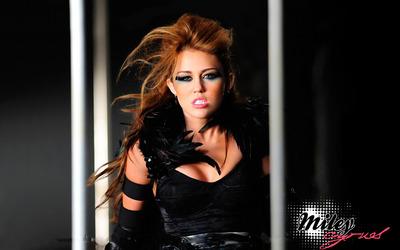 Miley Cyrus [22] wallpaper