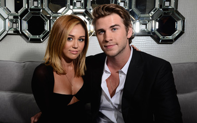 Miley Cyrus and Liam Hemsworth wallpaper