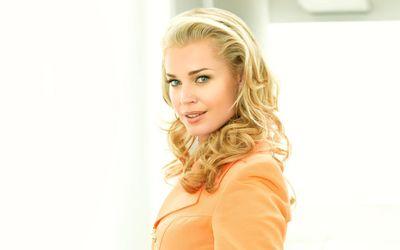 Rebecca Romijn with curls wallpaper