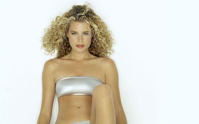 Rebecca Romijn with curls in a swimsuit wallpaper
