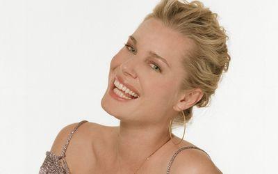 Rebecca Romijn with golden earrings wallpaper