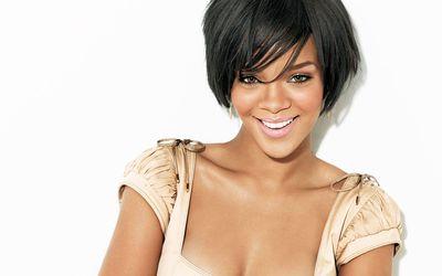 Rihanna with a kaki top wallpaper