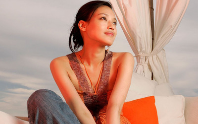 Romantic Shu Qi with jeans wallpaper