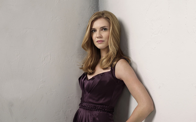 Sara Canning wallpaper
