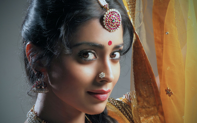 Sherya Saran with an indian traditional make-up wallpaper