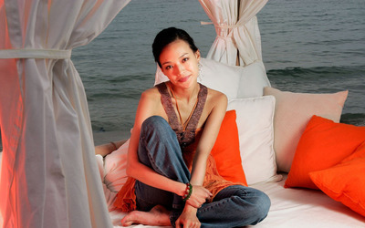 Shu Qi leaning on pillows wallpaper