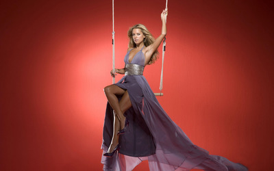 Silvie Van Der Vaart on a swing wallpaper