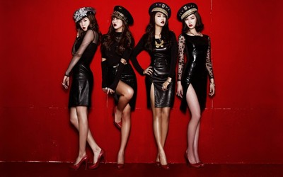 Sistar members in black leather dresses wallpaper