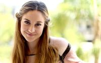 Smiling Shailene Woodley wallpaper 1920x1200 jpg