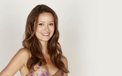 Summer Glau with a beautiful smile wallpaper