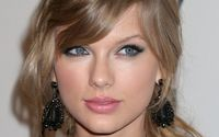 Taylor Swift with black earrings wallpaper 1920x1200 jpg