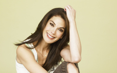 Teri Hatcher with a hand in her hair wallpaper