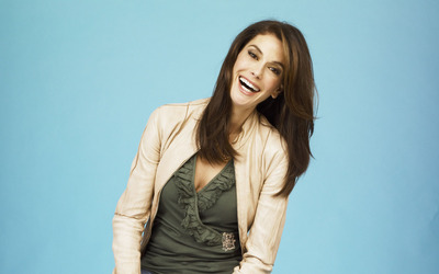 Teri Hatcher with a leather jacket smiling wallpaper