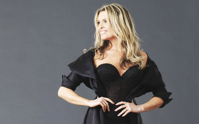Tina Hobley [13] wallpaper