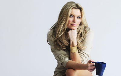 Tina Hobley [8] wallpaper