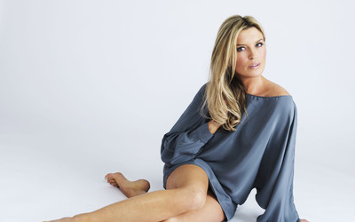 Tina Hobley [2] wallpaper