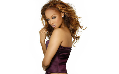 Tyra Banks with a purple top wallpaper