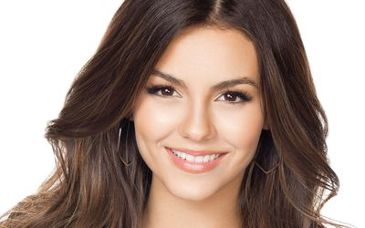 Victoria Justice with golden earrings close-up wallpaper