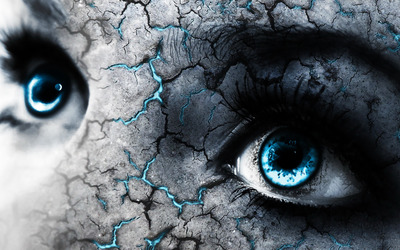 Blue eyes and cracked skin wallpaper