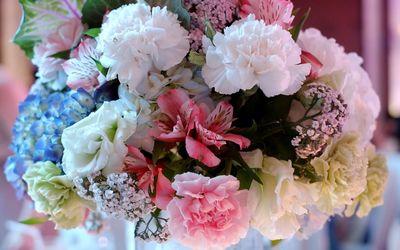 Different shades bouquet wallpaper