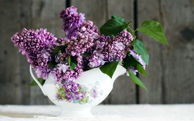 Lilacs in the bowl wallpaper