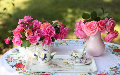 Pink rose bouquet on the morning tea table wallpaper