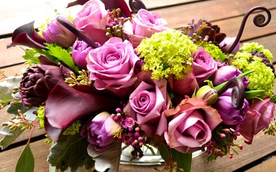 Purple and green bouquet wallpaper