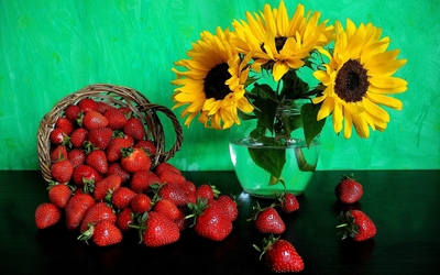 Sunflowers and strawberries wallpaper