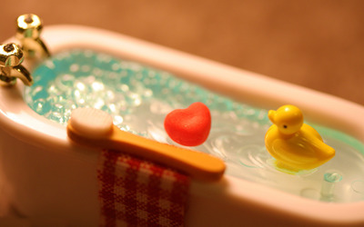 Rubber ducky taking a bath wallpaper