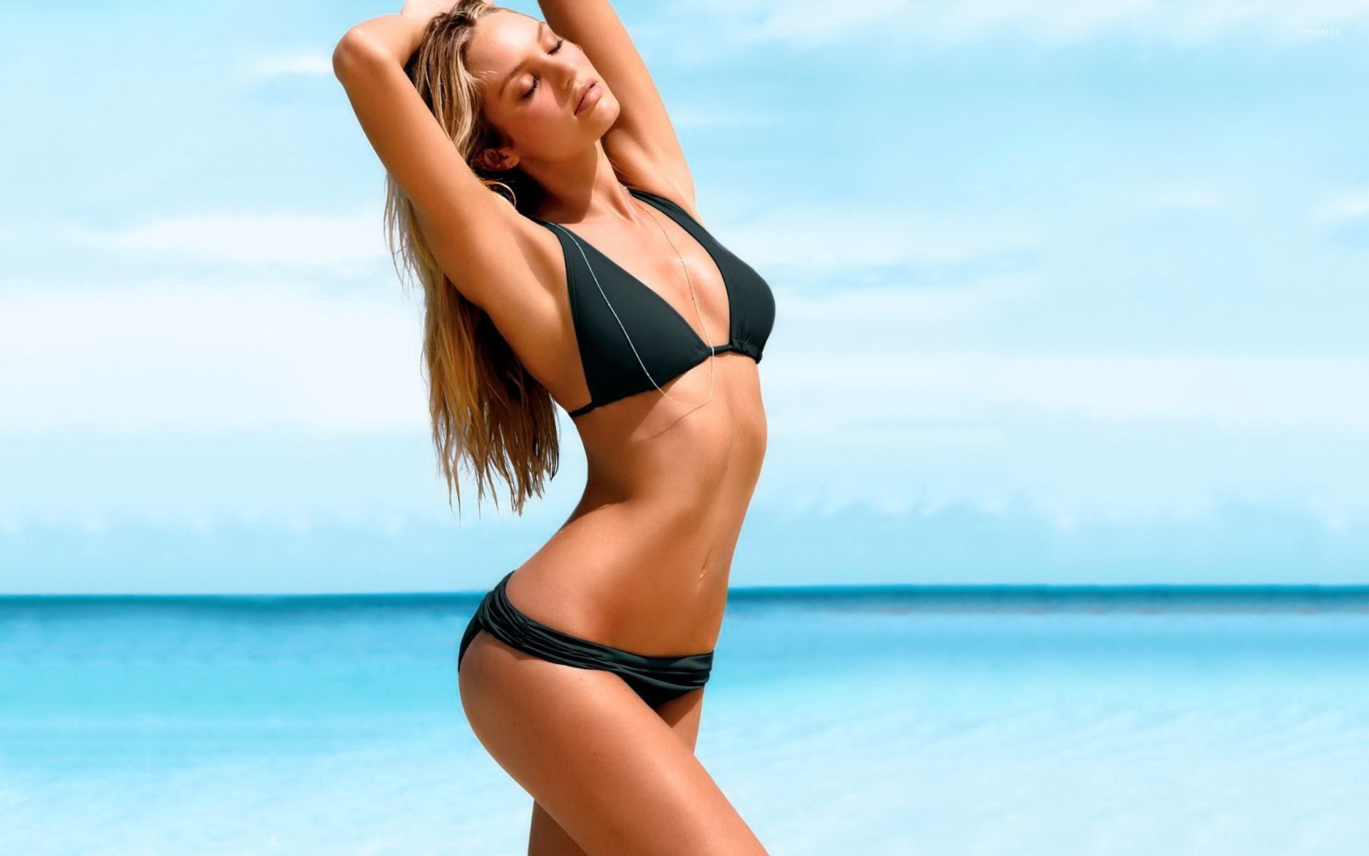 Amazing Candice Swanepoel On The Beach Wallpaper Girl Wallpapers