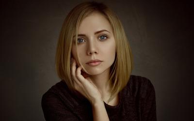 Beautiful blue eyed blonde wallpaper