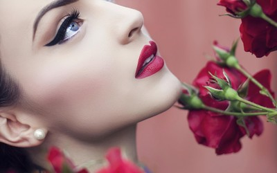 Beautiful red lips wallpaper