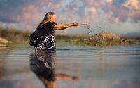 Blonde girl playing with water wallpaper 1920x1200 jpg