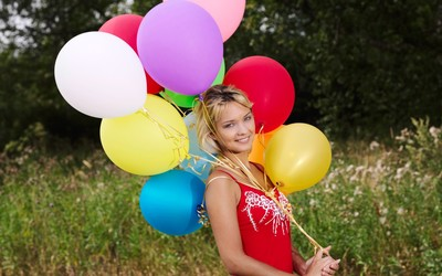 Blonde girl with colorful balloons wallpaper